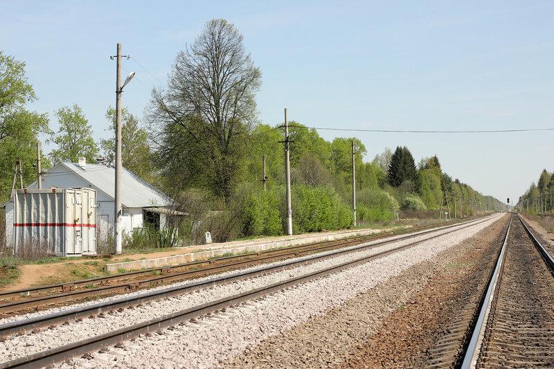 Вокзал и платформа на станции Паникля, вид на Волоковамск