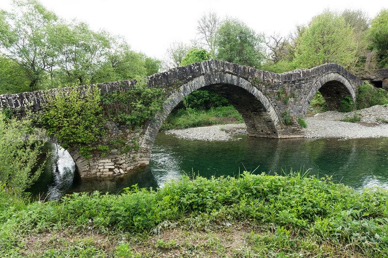 старинный каменный мост Милос (Milos), Загория, Греция