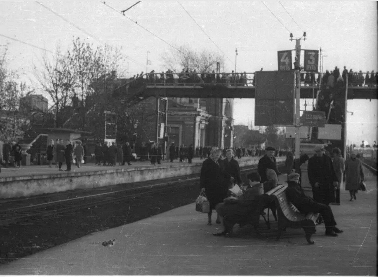 1968. На станции