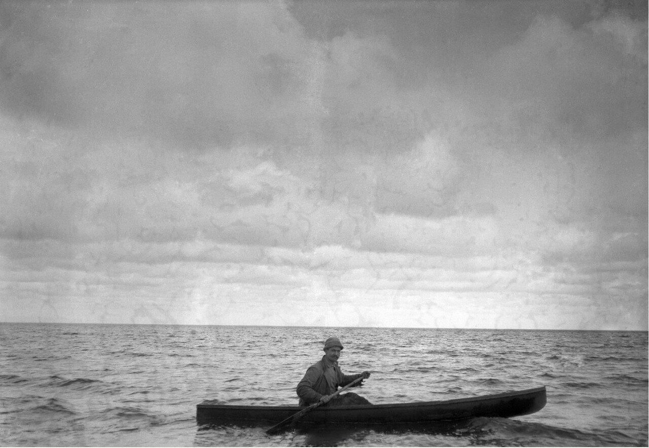 1896-1897. Путешествие Б.Д.Вострякова в Америку. Мексиканский залив. Борис Востряков на утиной охоте
