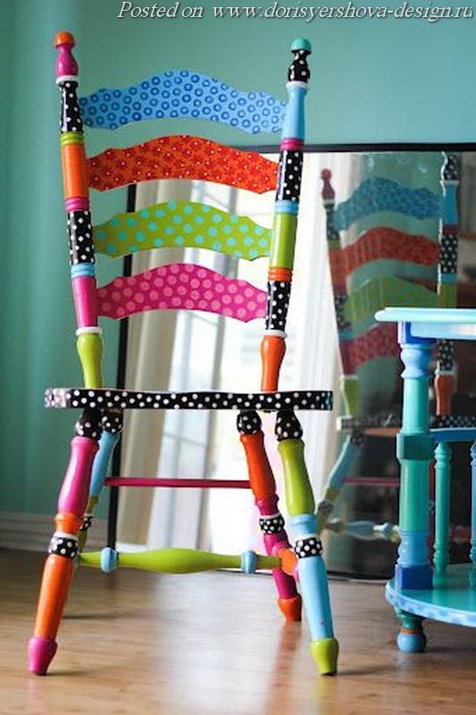 расписные стулья, табуреты, скамейки, яркий цвет в интерьере, стулья из дерева, цветные стулья на кухне, цветные стулья в столовой, интерьер, дизайн интерьера, оранжевый, желтый, бирюзовый, деревянная мебель