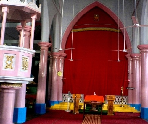 Интерьер сиро-малабарской церкви в Керале.JPG