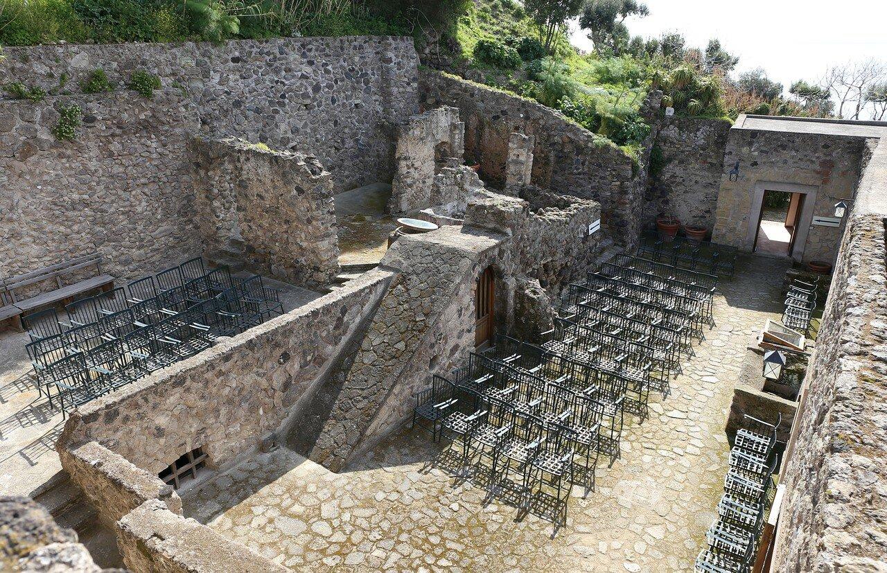 Искья. Арагонский замок. Дом Солнца (Casa del Sole)