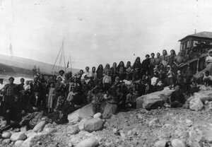 Группа женщин и детей. 1912г. Ленские прииски.