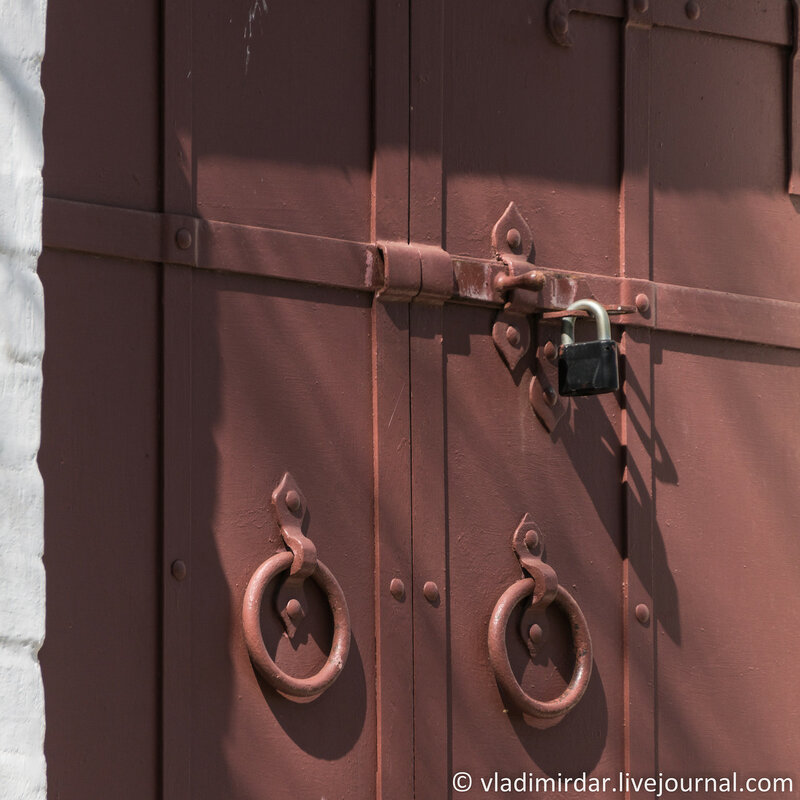 Коломенское. Дверь южного фасада комплекса Передних ворот. Фокусное 210 мм.