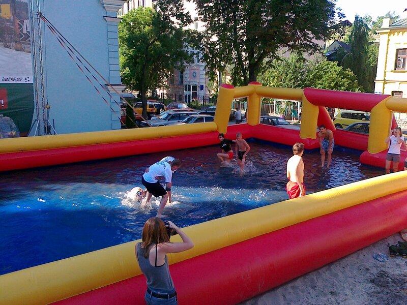 Футбол в бассейне на Андреевском спуске