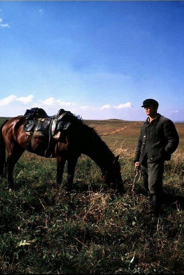 Кавказ. Российские ковбои в степи возле Пятигорска