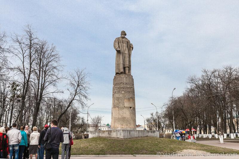 Памятник Ивану Сусанину. Парк. Кострома. Золотое Кольцо.