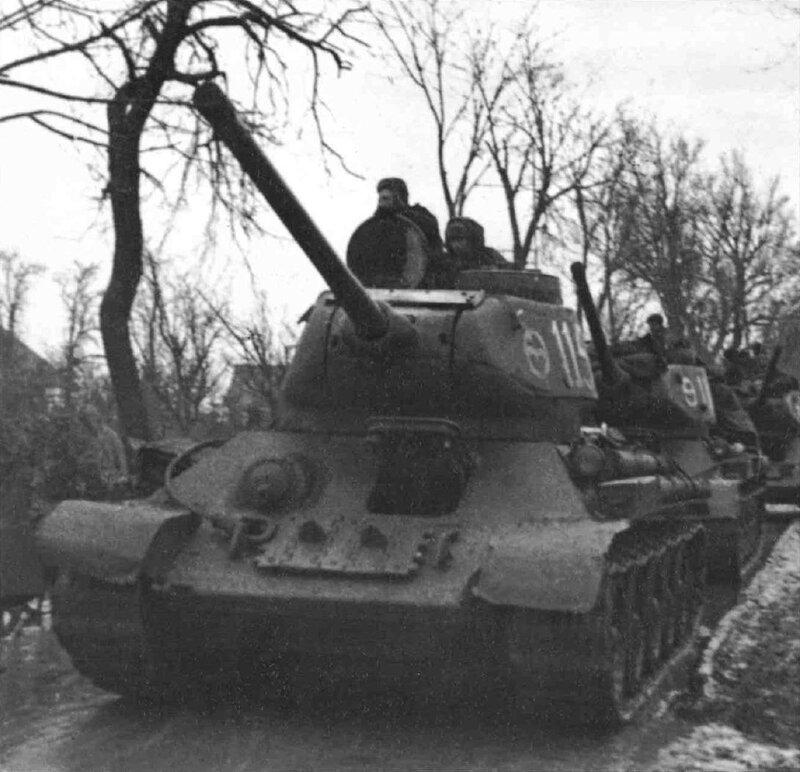 Средний танк Т-34-85, по существу, представляет собой большую модернизацию танка Т-34, в результате которой был...