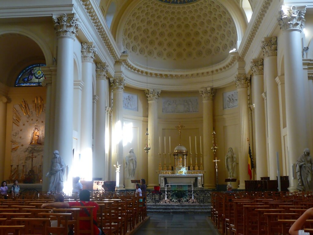 Eglise St-Jacque sur Coudenburg - интерьер.Eglise St-Jacque sur Coudenburg - интерьер.