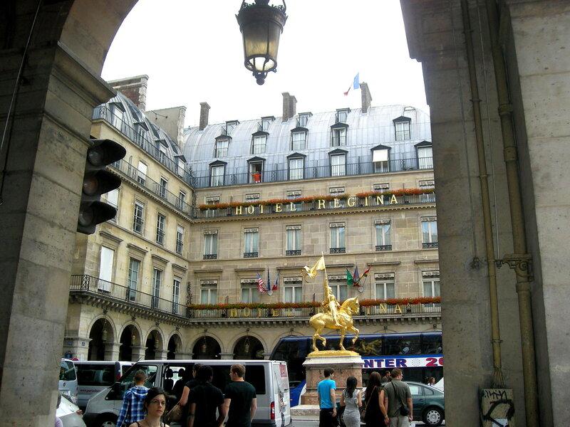 Париж. Улица Риволи, памятник Жанне д'Арк