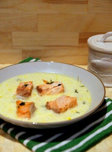 Суп из семги с чесночным кремом