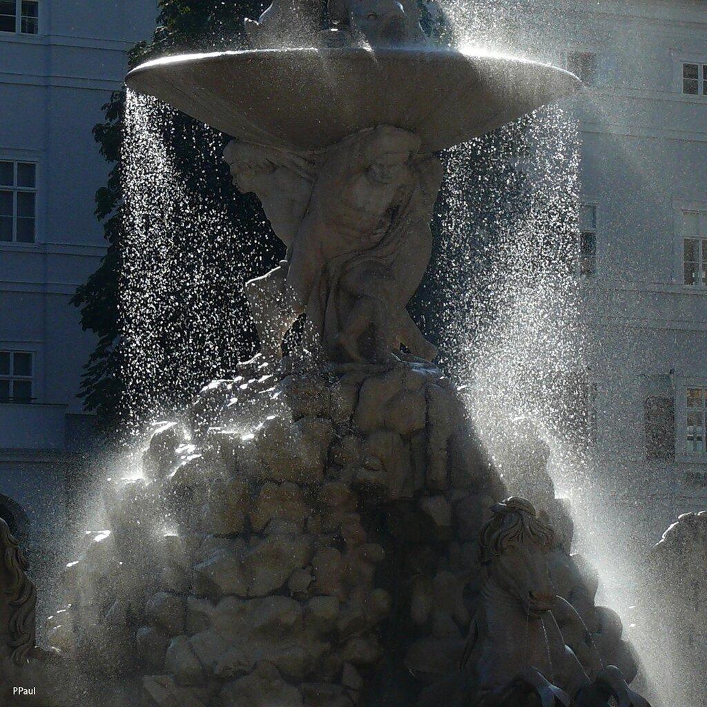 Фонтан на площади Резиденции.