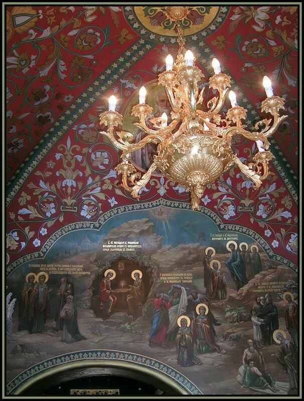 Роспись потолка домовой церкви.