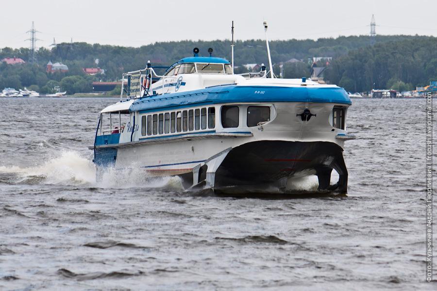 «Ракета-185» 2 июня 2012 года летит по Клязьминскому водохранилищу