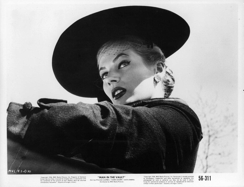 Anita Ekberg filming Man in the Vault in 1956.jpg
