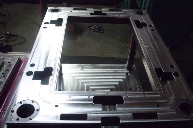 ТПА чех.-1024, ТПА SANYO 1200.  Вакуум Формовочное оборудование.  Продаю прессформы на ТПА.