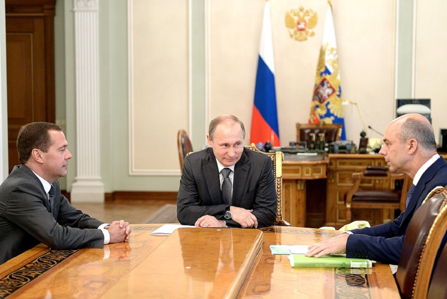 Путин, Медведев и Силуанов, 23.07.15.png