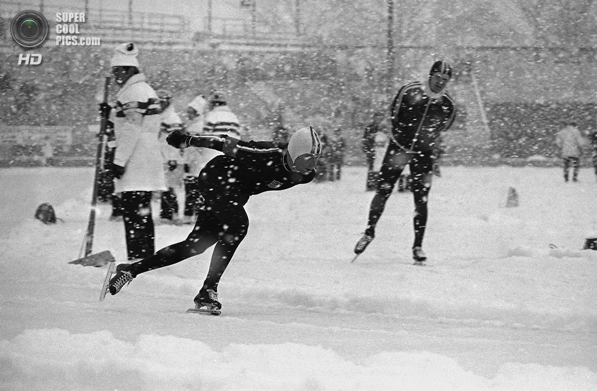 Япония. Саппоро, Хоккайдо. 4 февраля 1972 года. Дэниел Кэрролл из США на соревнованиях по скоростном