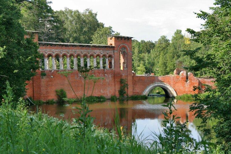 Усадьба Марфино, Готический мост