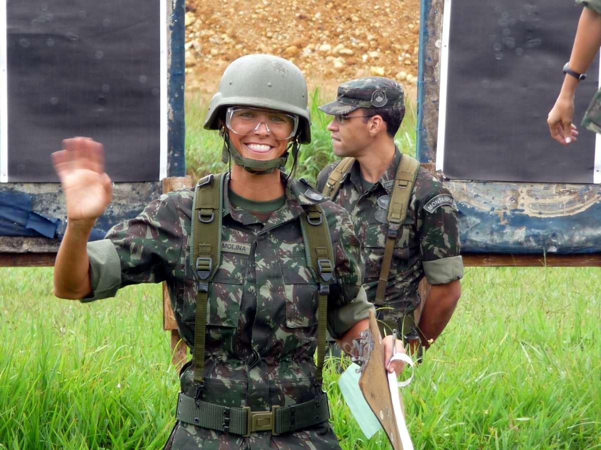 Очень грозная сила: Девушки в армейской униформе (4)