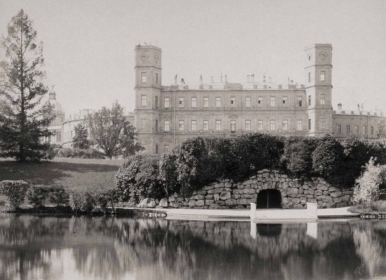 Главный фасад дворца в Гатчине