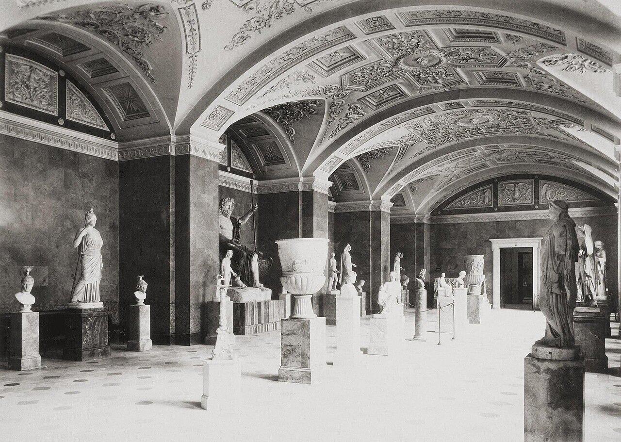 Зал античной скульптуры в здании Нового Эрмитажа