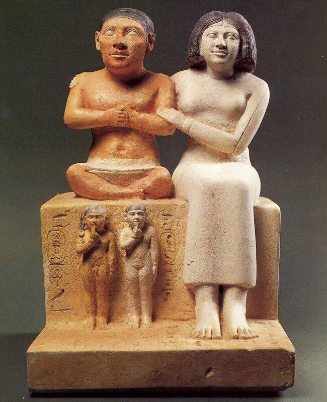 Статуя карлика Сенеба с женой