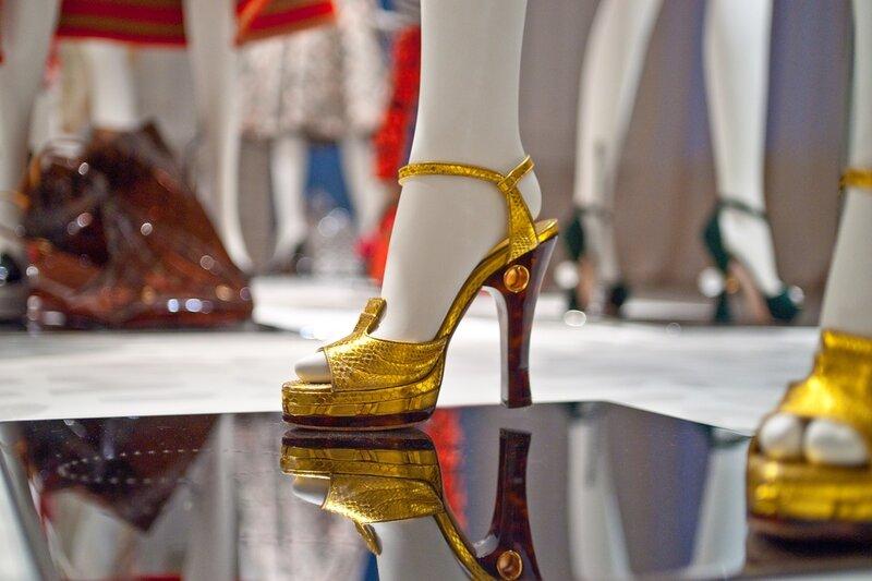 Ретроспектива коллекции женской одежды, обуви, сумок и аксессуаров