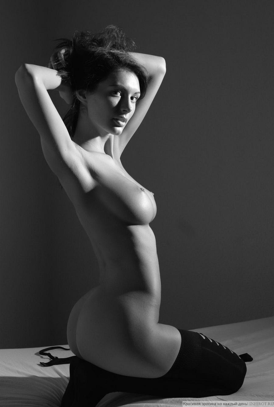 Эротические черно белые фото девушек 9 фотография