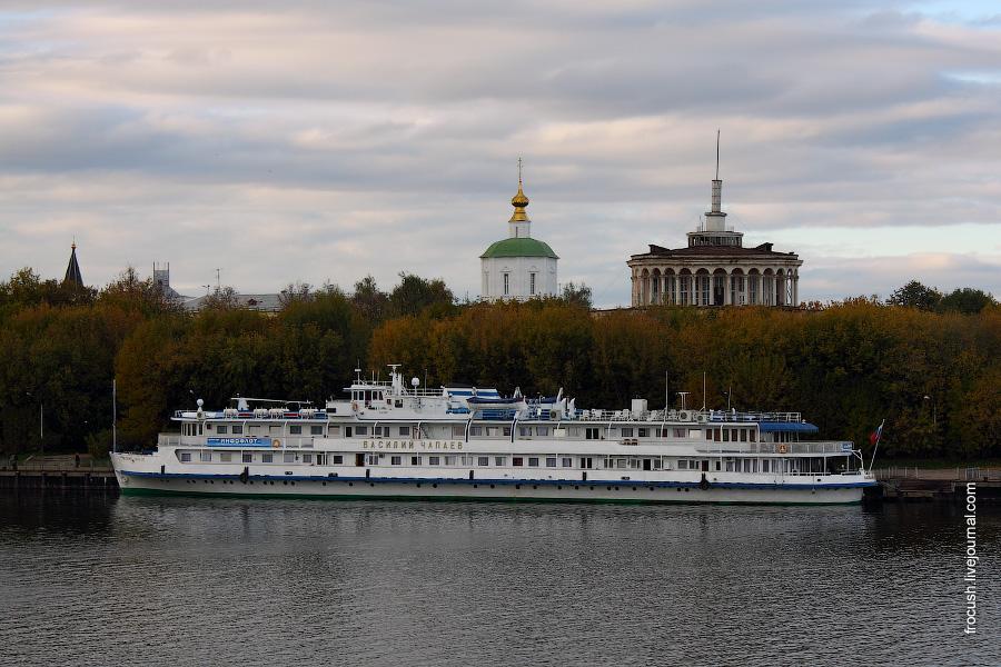 2 октября 2010 года. Теплоход «Василий Чапаев» в Твери