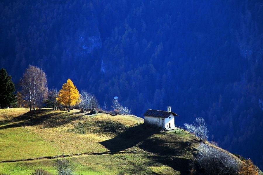 домик в горах фото