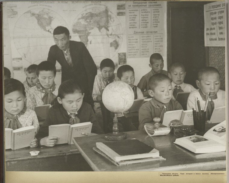 "[History class at ""International"" kolkhoz school in Mogoituisk region.]"