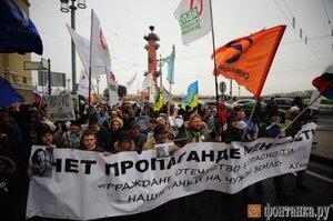 В Санкт-Петербурге прошел марш с флагами Украины и ЛГБТ