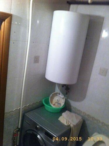 Этот потёкший водонагреватель будем менять