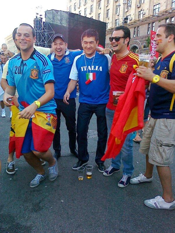 Болельщики сборной Италии в фан-зоне Киева 1 июля