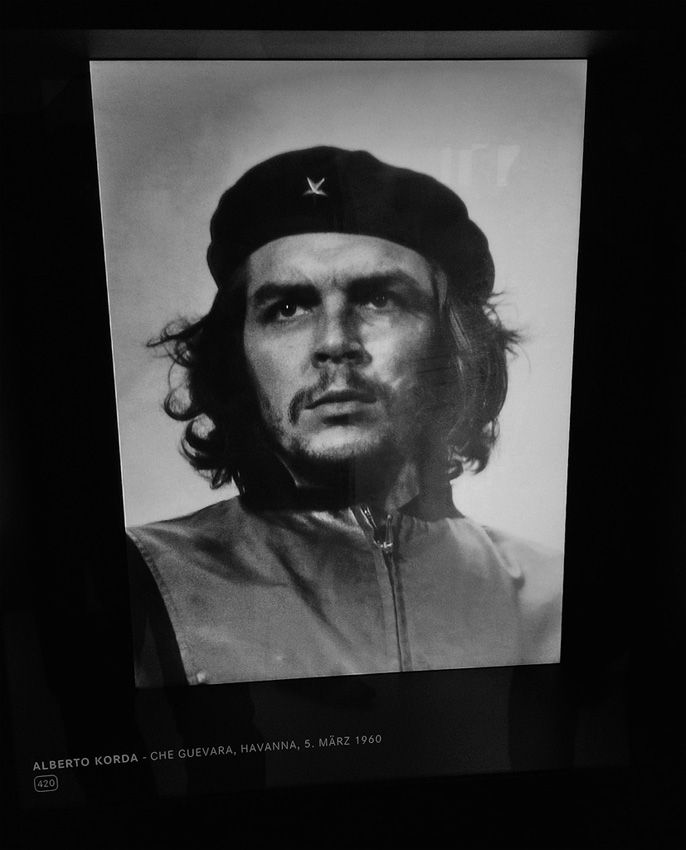13. Самая известная фотография Команданте снята на Leica-M