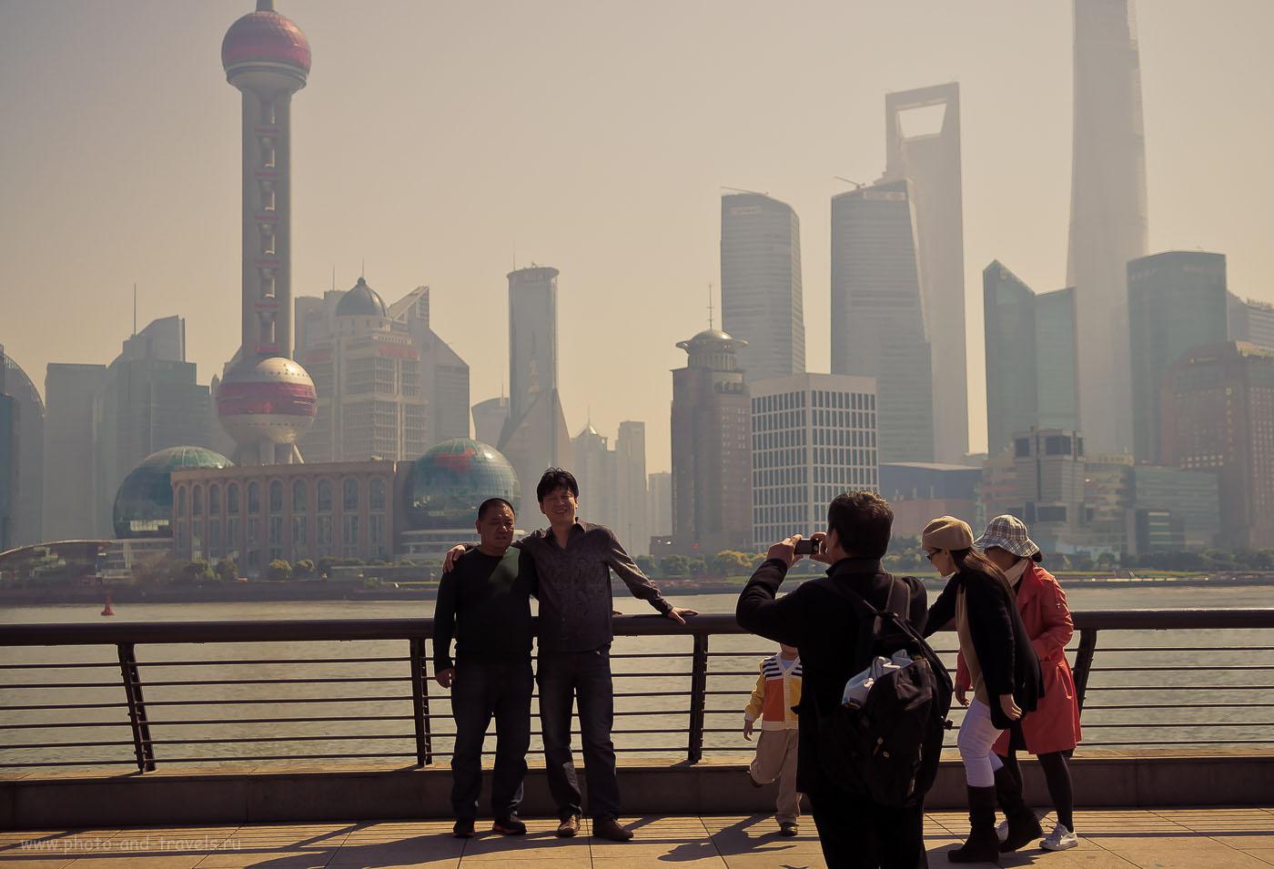 12. Так сними, сними меня, фотограф, с другом Линлин Вэй, чтобы память осталась об этом счастливом дне на берегу реку Хуанпу. Гуляем по Шанхаю самостоятельно. Отчет о путешествии по Китаю.