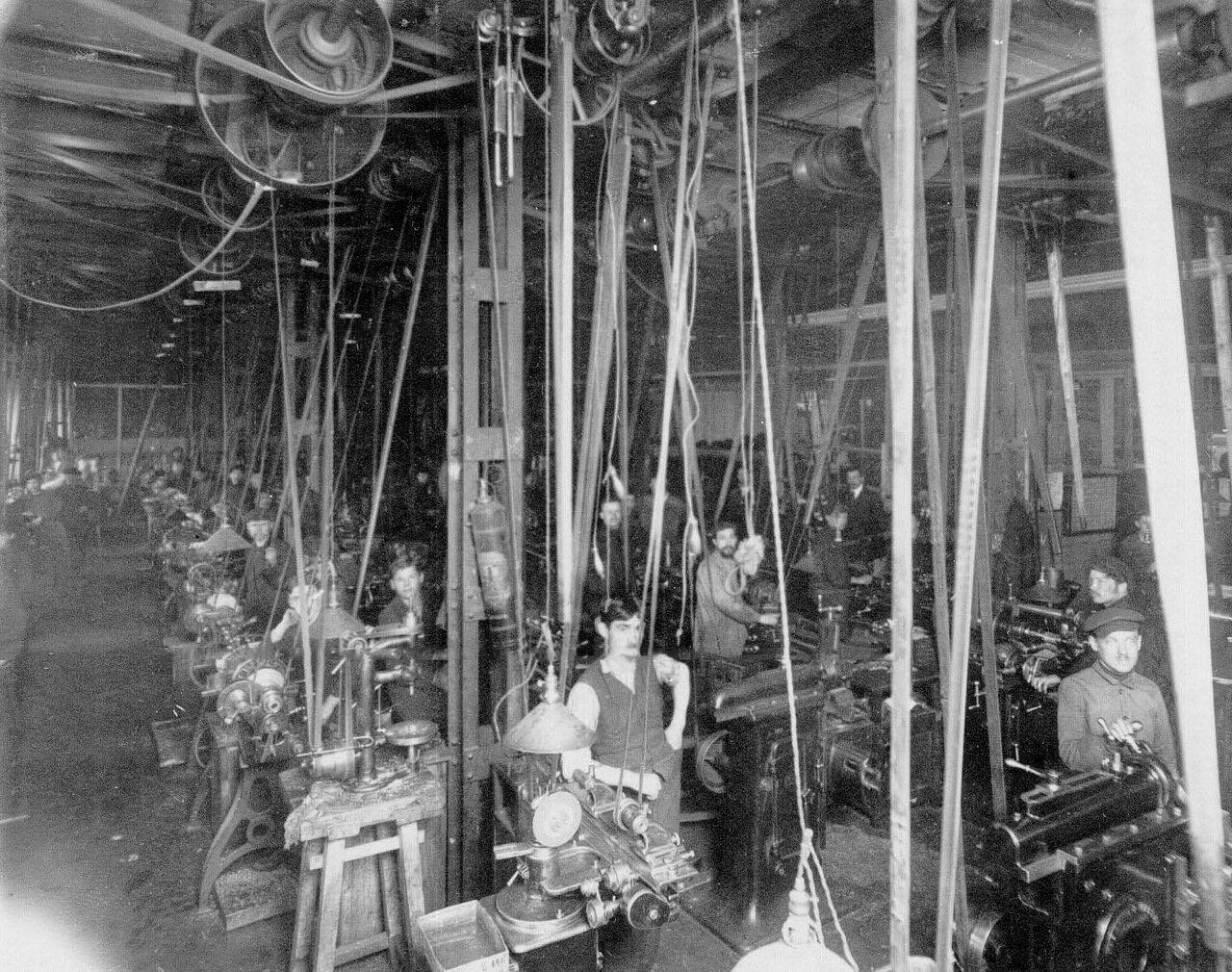 06. Внутренний вид токарного цеха завода. Апрель 1916