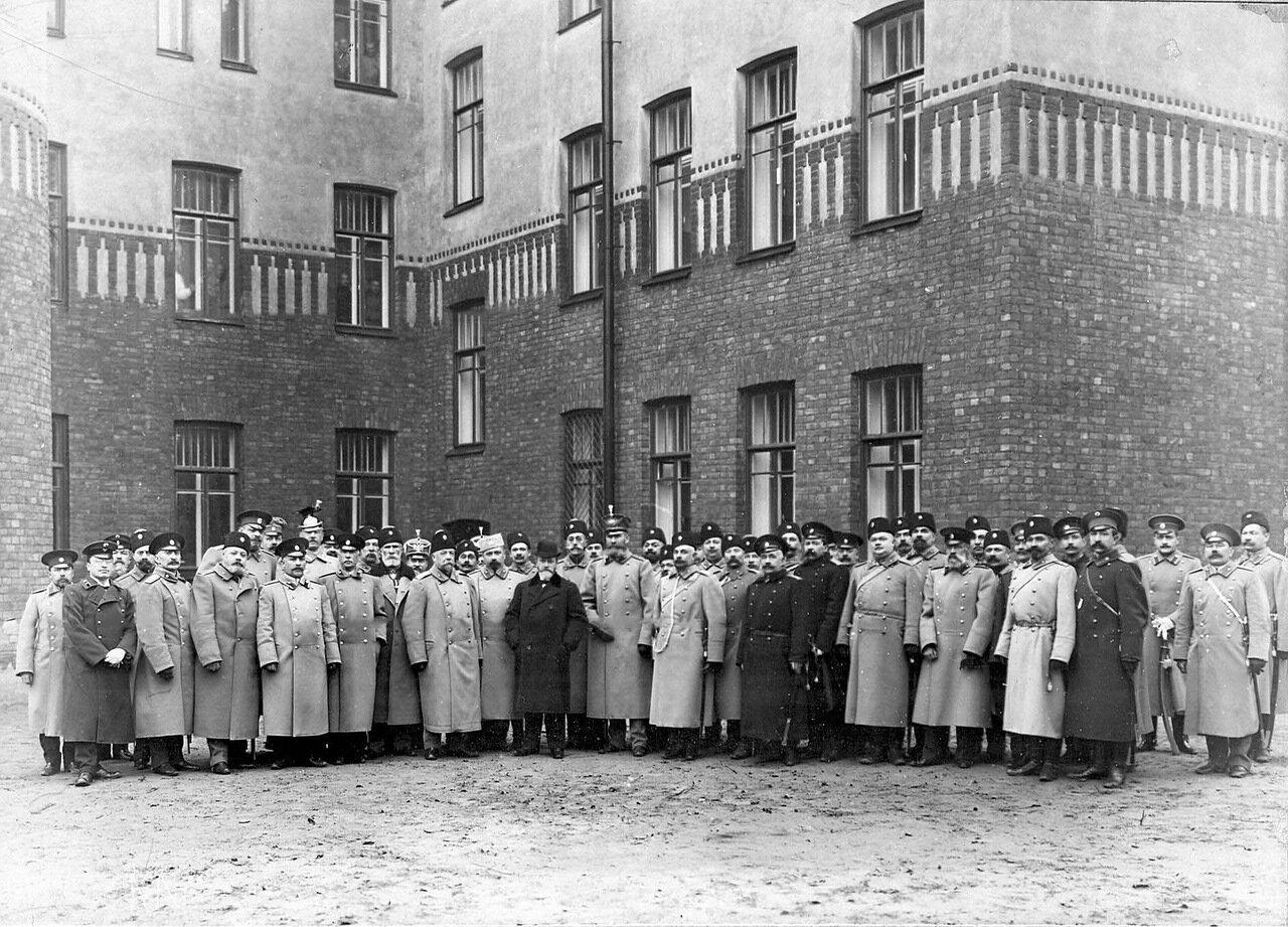 01. Группа офицеров бригады с шефом пограничной стражи, премьер-министром Коковцовым В.Н. 1914