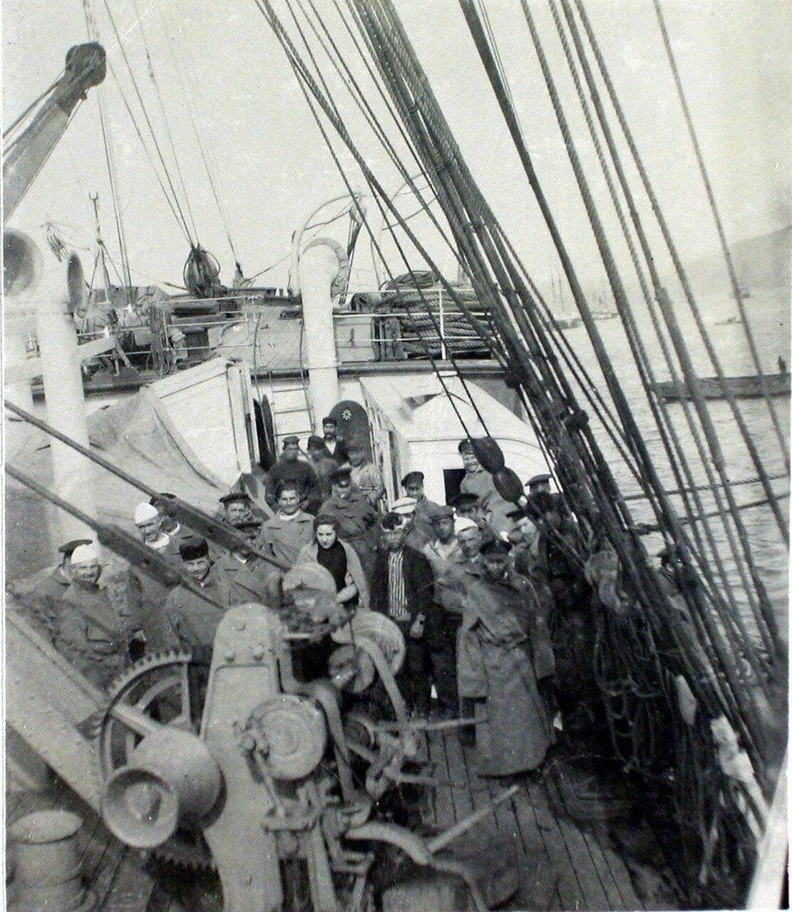 33. Больные на палубе парохода «Царица». Япония, Иокогама. 1901