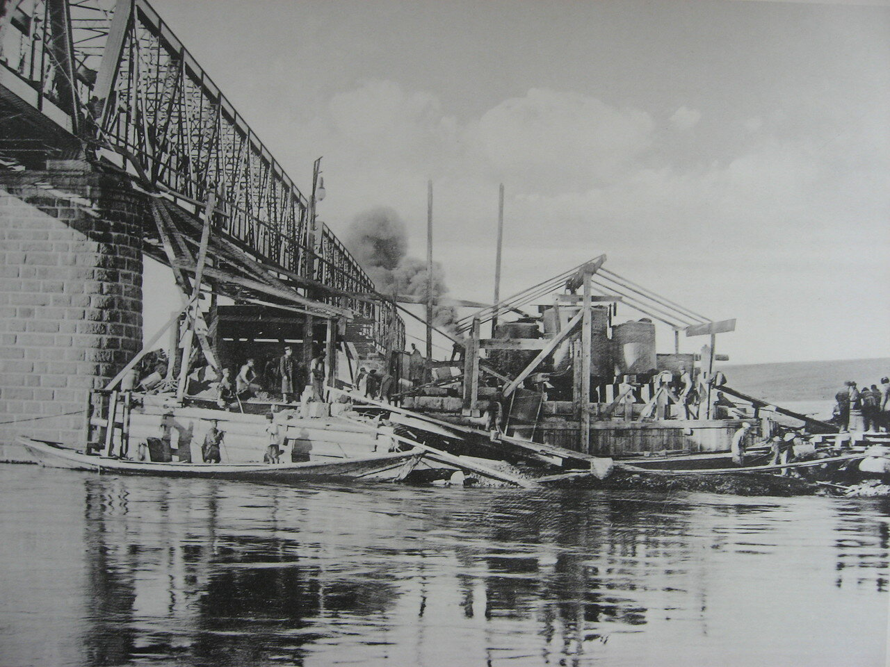 83. 2985 верста. Постройка опор моста под второй путь на р. Белой. Строительный период 1910
