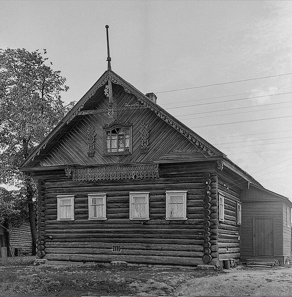 Мещанский дом из рядовой застройки города. Постройка 1928 года