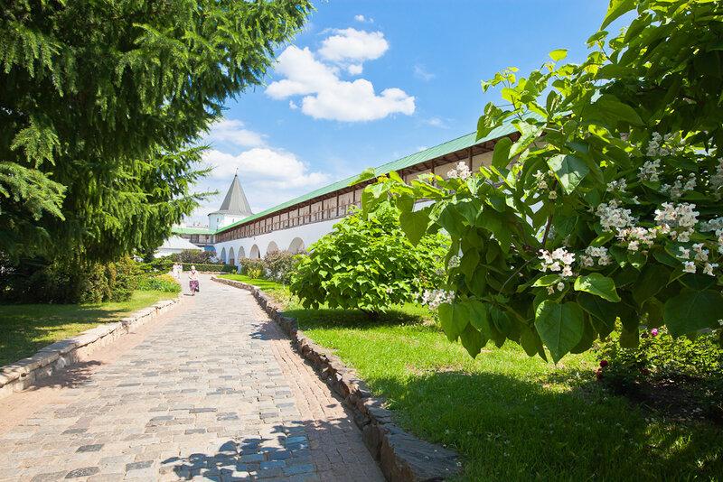 Новосспасский монастырь. Монастырский двор.
