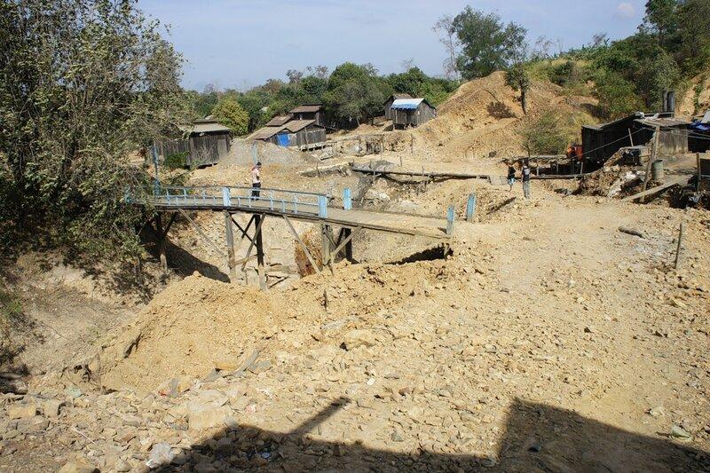 Деревня золотодобытчиков в Камбодже