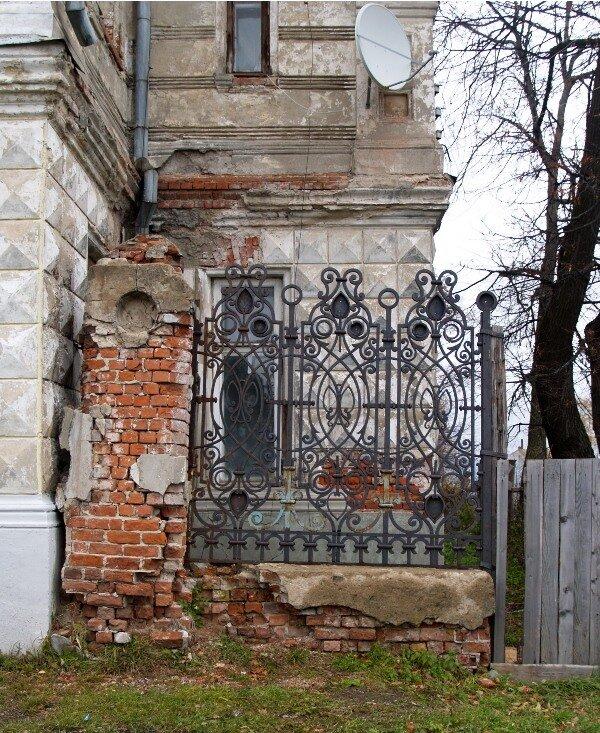 Фрагмент ограды особняка Локалова