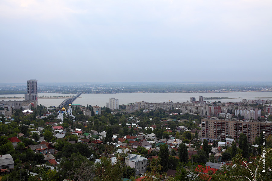 Вид на Саратов, Волгу и Энгельс с Соколовой горы