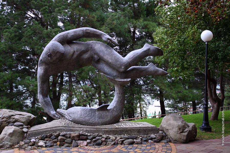 Памятник дельфинофилу