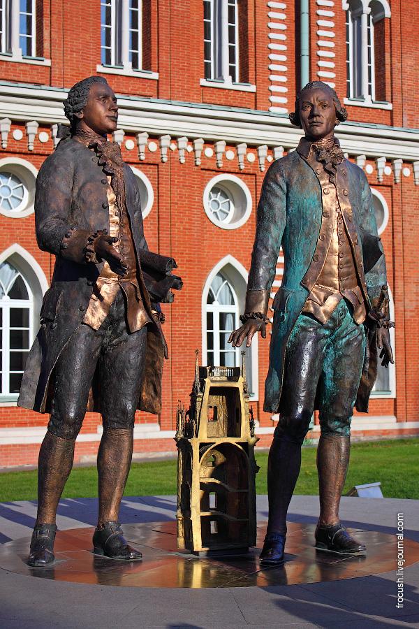Памятник архитекторам Василию Баженову и Матвею Казакову