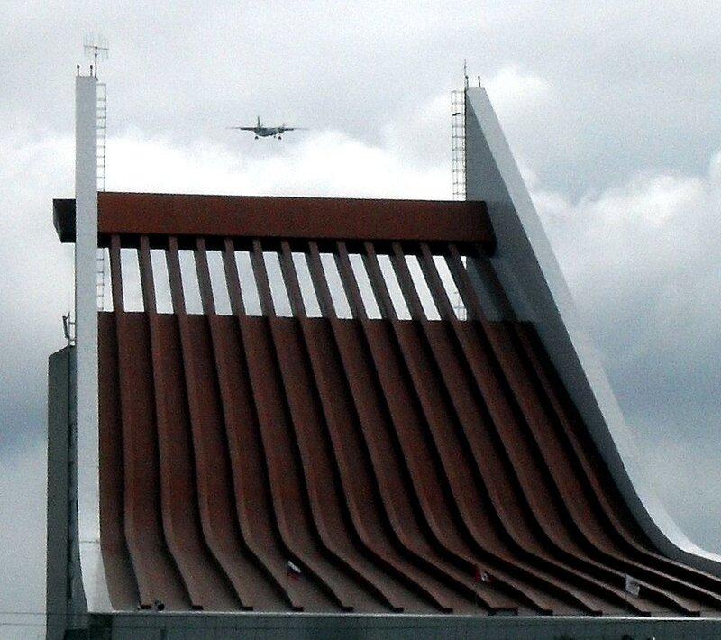 Омск принимает самолёты